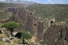 The huge gorge of Sokotra, from North to South